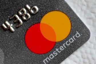 Mastercard убрала название из своего логотипа