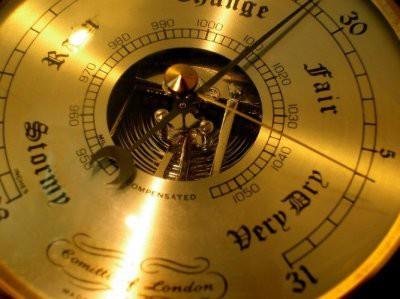 Синоптики предупредили горожан о падении атмосферного давления