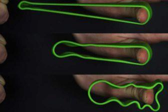 Физики раскрыли секрет успешной стрельбы резинками с пальца