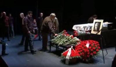 В Театре на Таганке проходит церемония прощания с актером Иваном Бортником