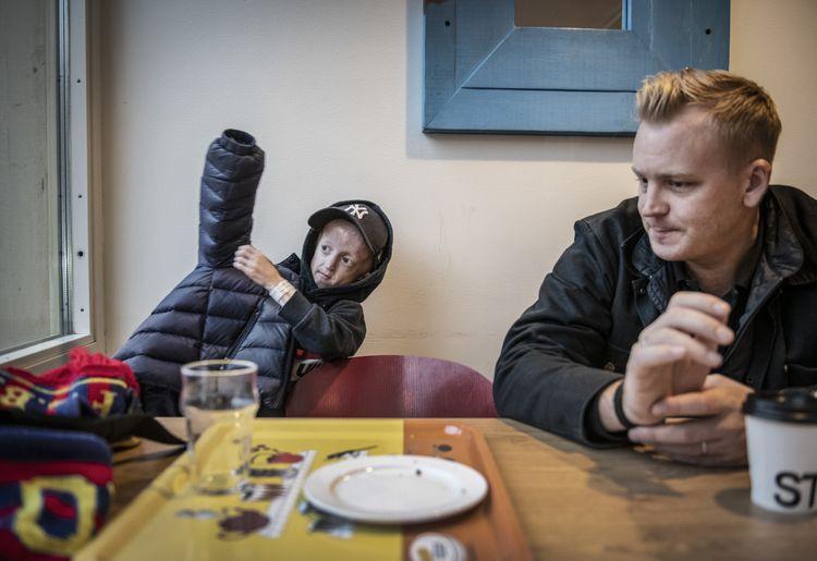 """История 12-летнего мальчика Майлза, """"запертого"""" в 96-летнем теле"""