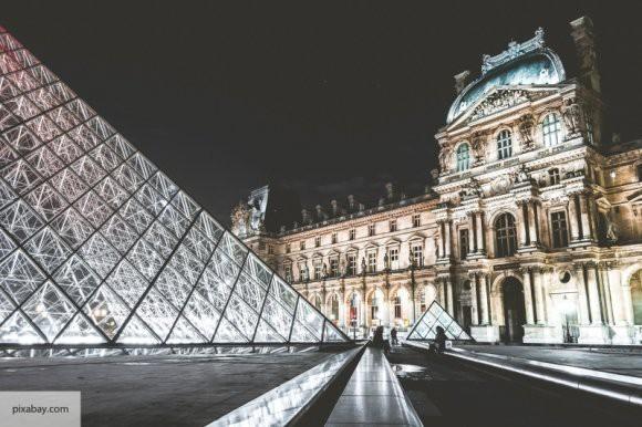 В Париже закрывается ресторан для нудистов из-за стеснительности французов
