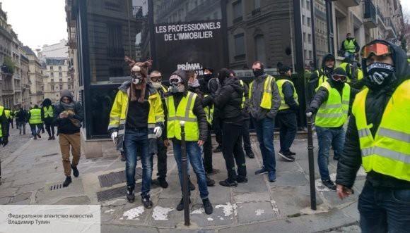 Движение «красные платки» готовится дать ответ «желтым жилетам» во Франции