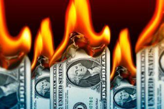 3 страны, которые хотели отказаться от доллара, и что с ними произошло