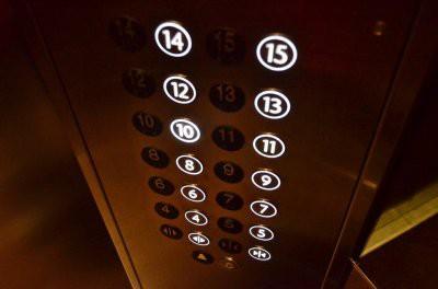 В Астаны в одном из жилых домов сорвался лифт