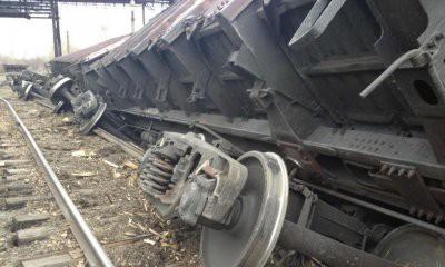 В Оренбургской области вагоны товарного поезда сошли с рельсов