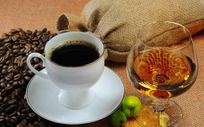 Ученые: Алкоголь и кофе в старости продлевают жизнь