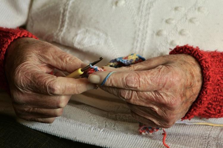 Греф предложил сдавать стариков в дома престарелых