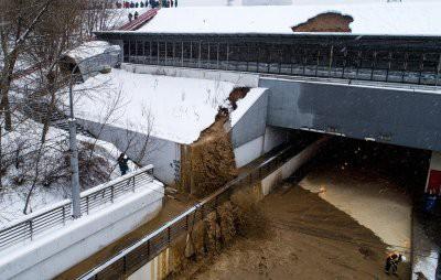 В Москве из-за провала грунта затопило Тушинский тоннель