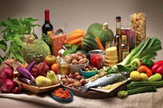 Ученые: полезная еда оказалась более желанной в окружении вредной
