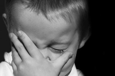 Видео жестокого обращения москвички с сыном попало в Сеть