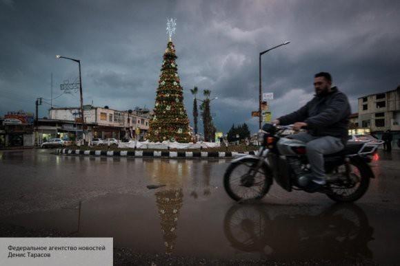Российский Дед Мороз поздравил с Новым годом детей-беженцев из Идлиба