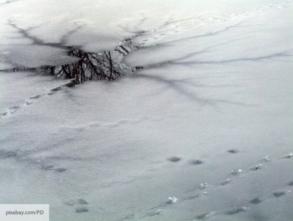 Житель Ульяновска во время рыбалки вытащил школьника из-подо льда