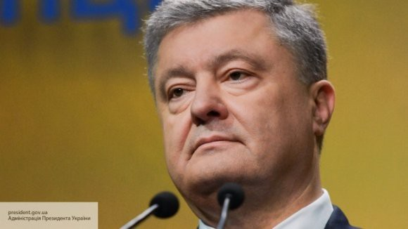 Украинцы высмеяли сентиментальный пост Порошенко о «греющих сердцах граждан»
