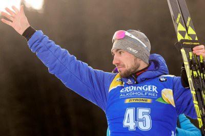 Логинов победил в спринте на четвертом этапе КМ по биатлону