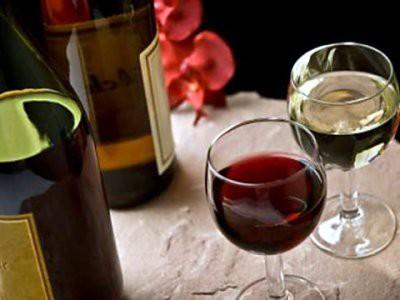 Ученые: Два бокала вина в день вызывают аритмию