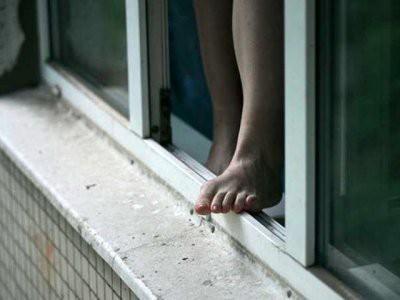 Пьяная украинка случайно выпала из окна в Петербурге