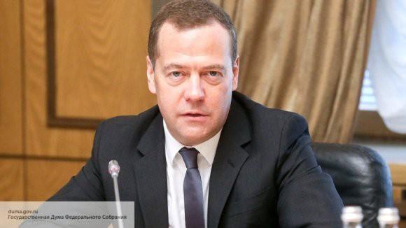 Дмитрий Медведев заявил, что правительство следит за повышением цен на бензин