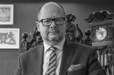 Мэр польского Гданьска Павел Адамович умер после ножевого ранения на концерте