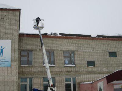 В Саратовской области крыша школы обрушилась из-за снега