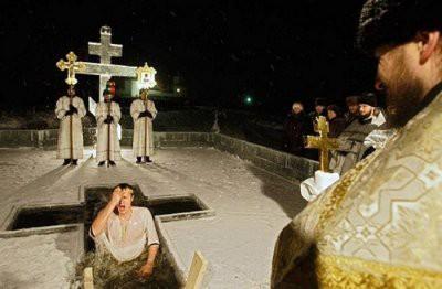 Кому нельзя купаться в проруби на Крещение
