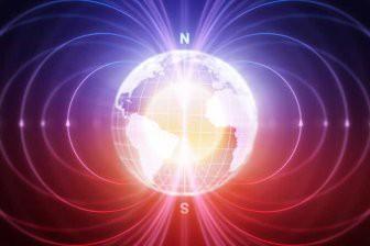 Ученые: Магнитный полюс Земли сдвигается в сторону