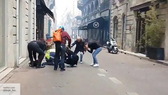 Пожарный получил тяжелое ранение на протестах «желтых жилетов» во Франции