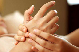 Стало известно о массаже рук, помогающем справиться с бессонницей