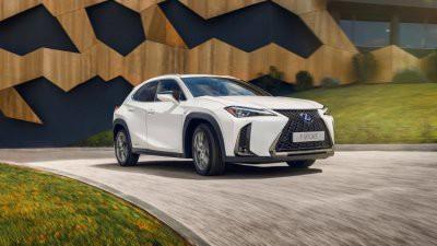 Названа российская цена кроссовера Lexus UX