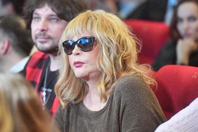 Алла Пугачева начала задыхаться на съемках передачи Первого канала