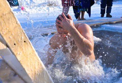 Медики предупредили о вреде крещенских купаний