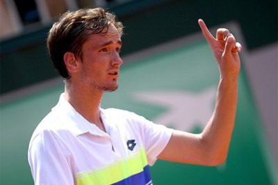 Медведев обыграл Харрисона и пробился в третий круг Australian Open