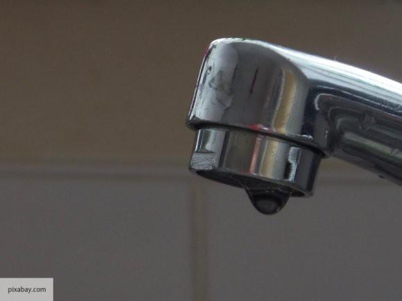 В Роспотребнадзоре разрешили жителям Петербурга пить воду из-под крана
