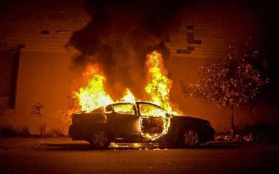 В Экибастузе пироман поджигает дорогие люксовые авто