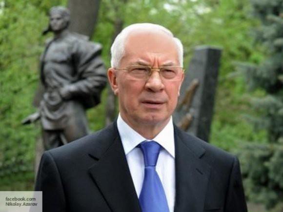 Азаров рассказал, почему украинцы уезжают из страны