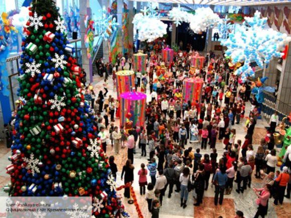 Главную новогоднюю елку России вывезли с территории Кремля