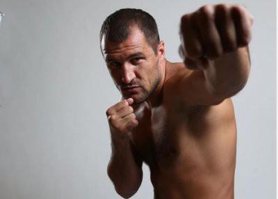 Российский боксер Сергей Ковалев избил девушку, отвергнувшую ухаживания