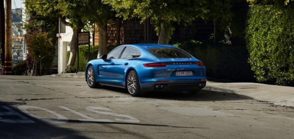Сотни автомобилей Porsche Panamera попали под отзыв из-за проблем в ПО