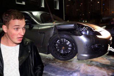 Скандально известный блогер разбил на Кутузовском проспекте чужой «Mercedes» и свой «Jaguar»
