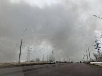 В Липецке горит склад автозапчастей