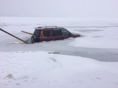 В Казахстане машина провалилась под лед, утонула пятилетняя девочка