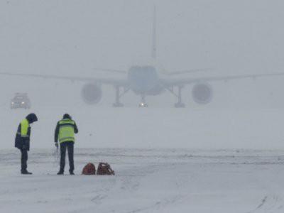 МИД предупредил россиян об отмене из-за непогоды более тысячи авиарейсов в США