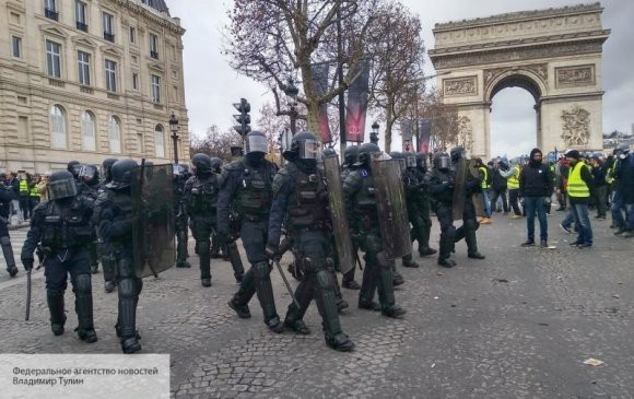 В ходе протестов французская полиция задержала 300 «желтых жилетов»