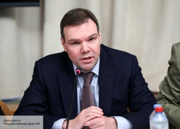 Комитет Государственной Думы поддержал проект о фейках и оскорблении государственных символов в Сети