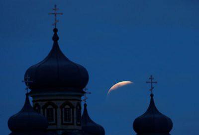 Кровавая Луна взошла над Землей сегодня: фотографии лунного затмения