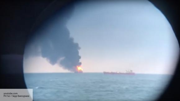 Появилось видео пожара на торговых судах в Керченском проливе