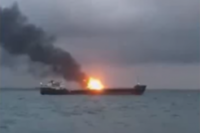 ЧП в Керченском проливе: горят два судна, люди прыгают в море