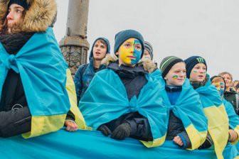 Подделанная история Украины, или живая цепь позора