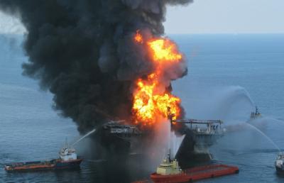 При пожаре на кораблях в Керченском проливе погибли 14 человек