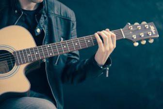 Исследователи выяснили, что качество звука гитары не зависит от древесины